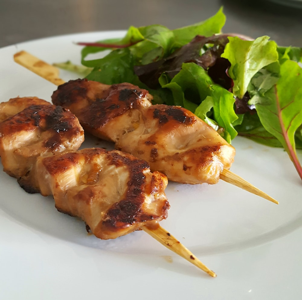 Brochettes de poulet mariné