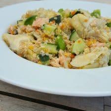 Salade quinoa, artichaut, poivron et saumon