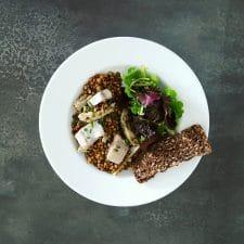 Salade de lentilles, artichauts et harengs aigre-doux