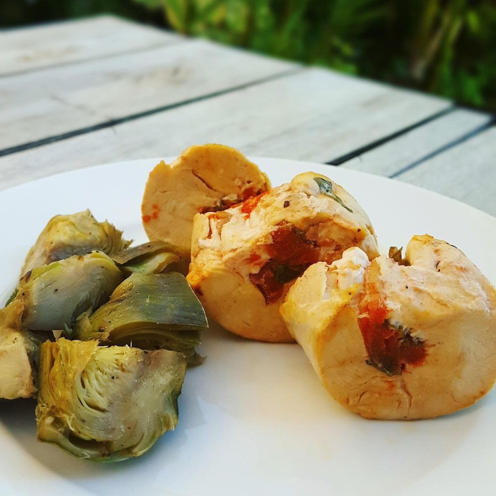 Ballottines de poulet à la tomate confite et au basilic
