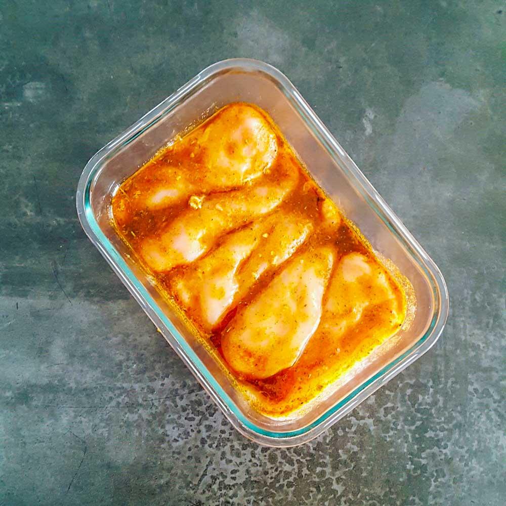 Filet de poulet mariné au citron et aux épices - la cerise sur le maillot