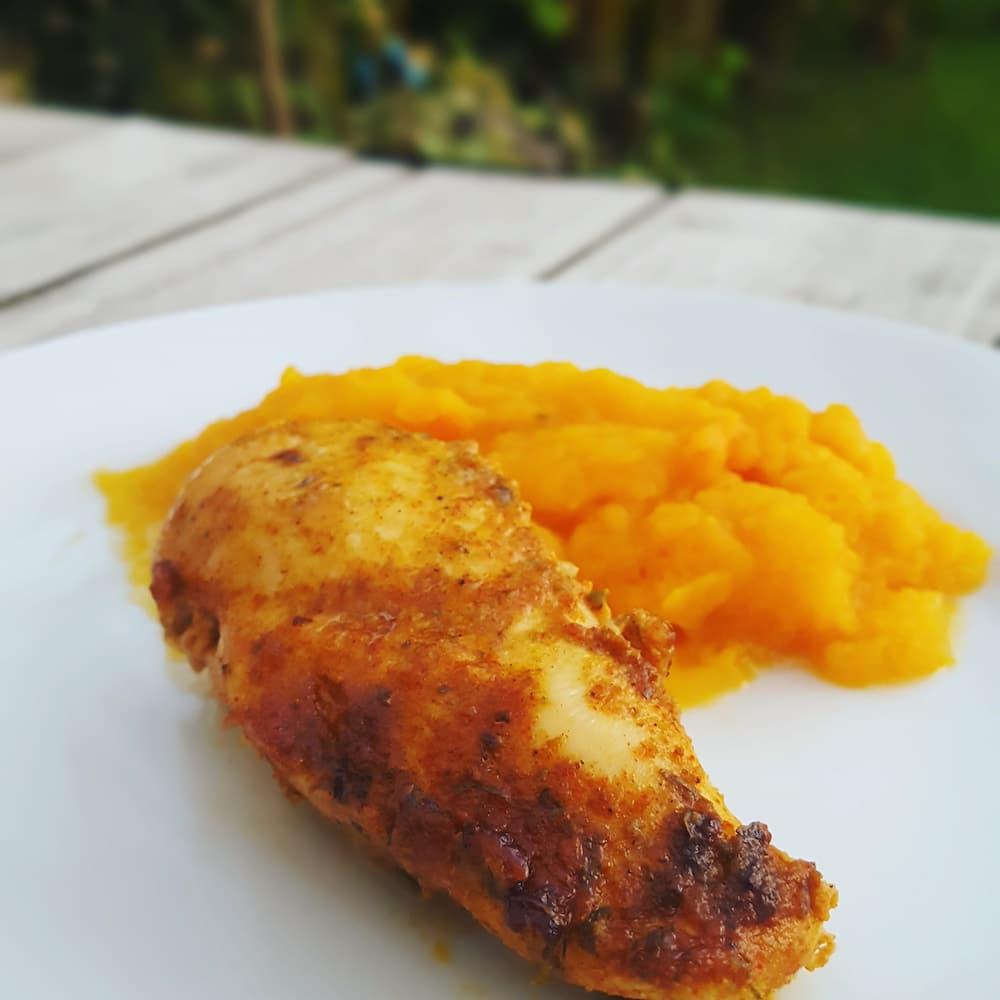 Filet de poulet mariné au citron et aux épices