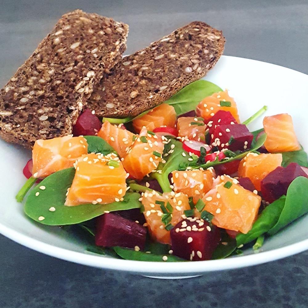 Saumon gravlax au gingembre et salade d'hiver aux notes exotiques