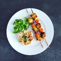 Brochettes de poulet à l'orientale et carottes au miel