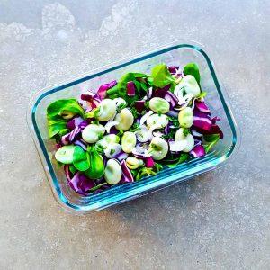 Salade demi-saison, fèves-chou rouge-mâche - la cerise sur le maillot