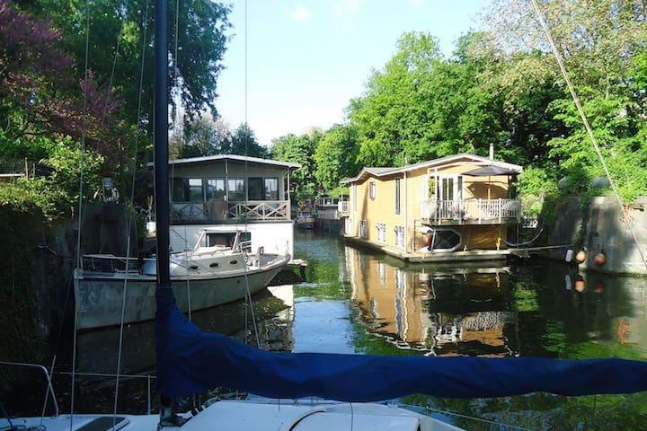 Une péniche ou une houseboat