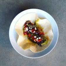 Veggie tacos aux falafels, poivrons grillés et salsa