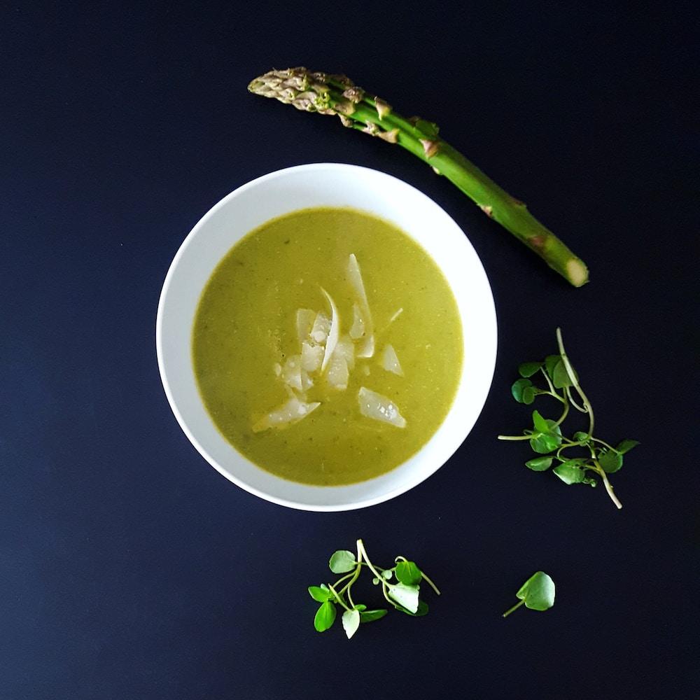 Velouté d'asperges vertes et cresson au parmesan