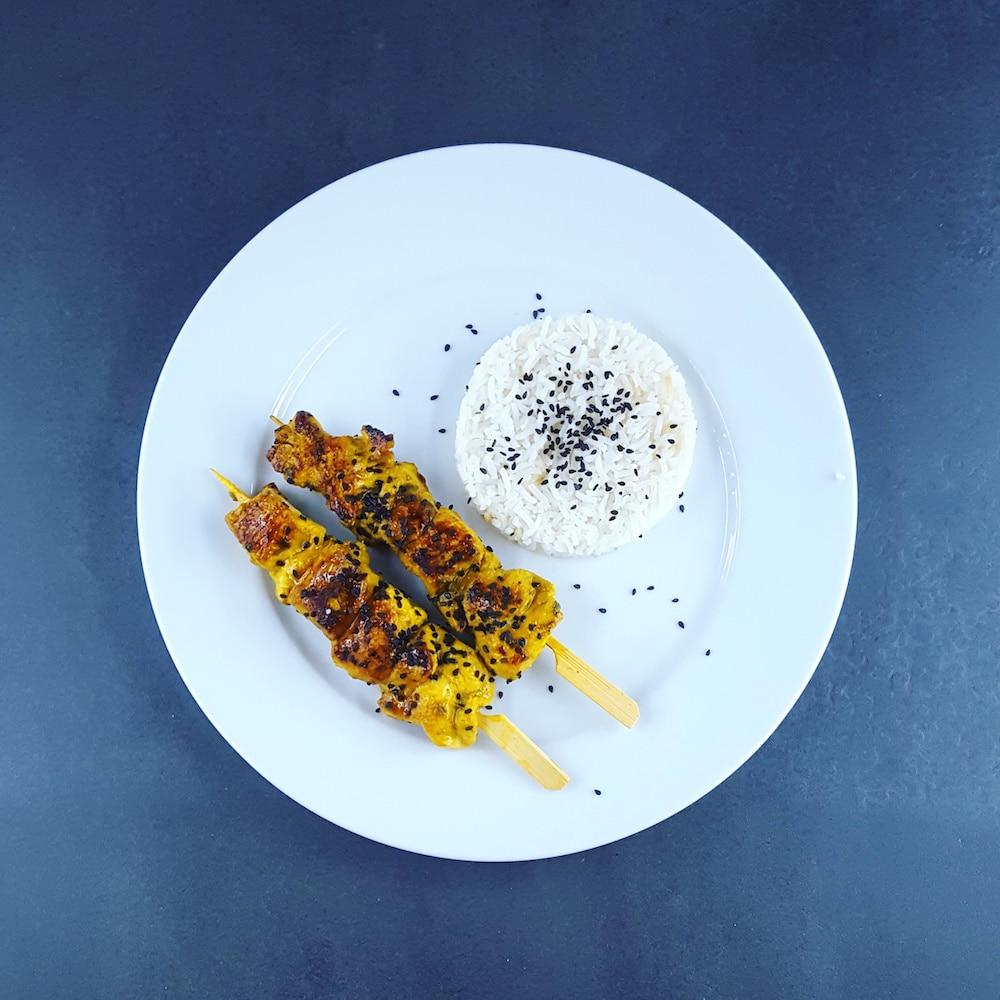 Brochettes de poulet à la moutarde, à l'estragon et au citron