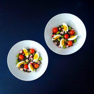 Salade de lentilles, légumes croquants et vinaigrette miel-noix - la cerise sur le maillot