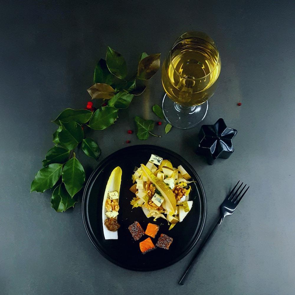 Gravlax de truite, salade hivernale et chutney de poire