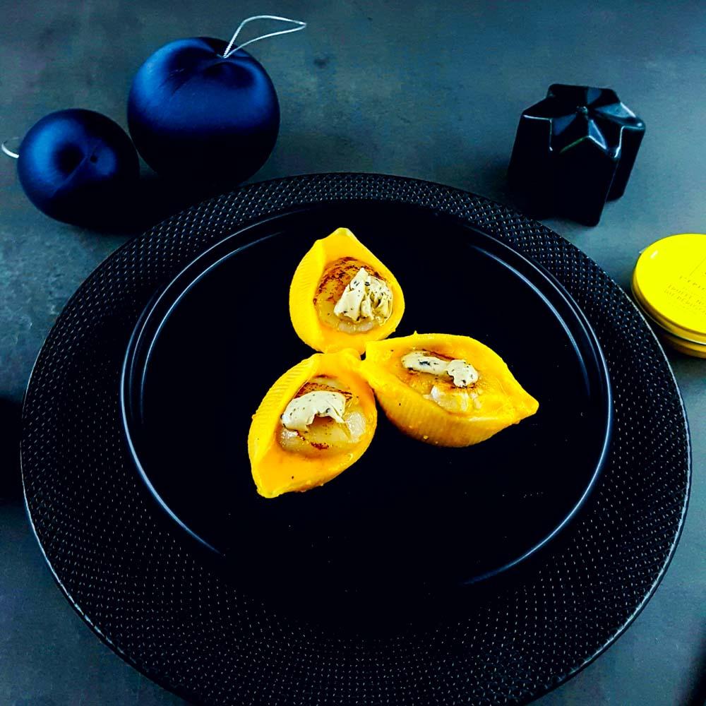 Conchiglioni, mousseline de potimarron, Saint-Jacques au beurre de truffe - la cerise sur le maillot
