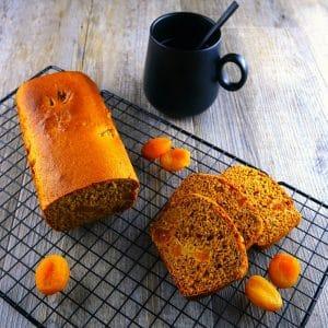 Pain d'épices aux abricots moelleux - recette pain épices - la cerise sur le maillot