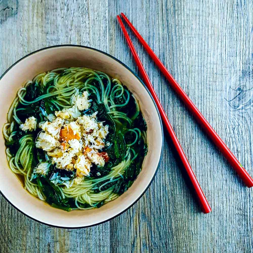 Soupe un peu chinoise au crabe et à l'épinard - la cerise sur le maillot