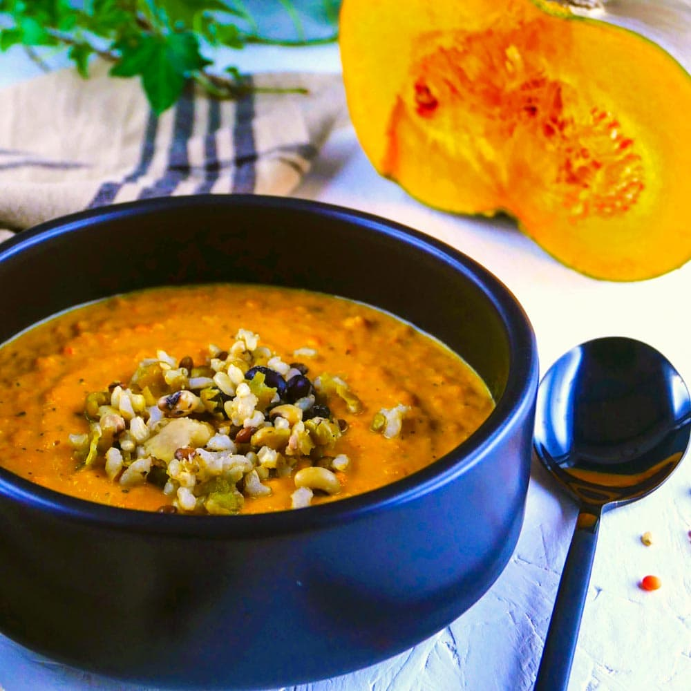 Crème de courge et légumes rôtis, simplement délicieuse - la cerise sur le maillot