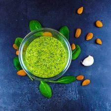 Pesto d'hiver aux épinards et aux amandes