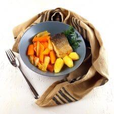 Dos de merlu, légumes nouveaux, cidre et piment d'Espelette