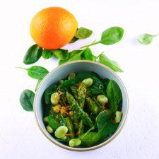 Salade « verte » printanière et vinaigrette au miel et aux agrumes