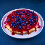 Cheesecake aux fruits rouges - la cerise sur le maillot