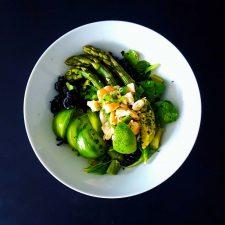Salade de pâtes printanière aux asperges et ceviche de crevettes