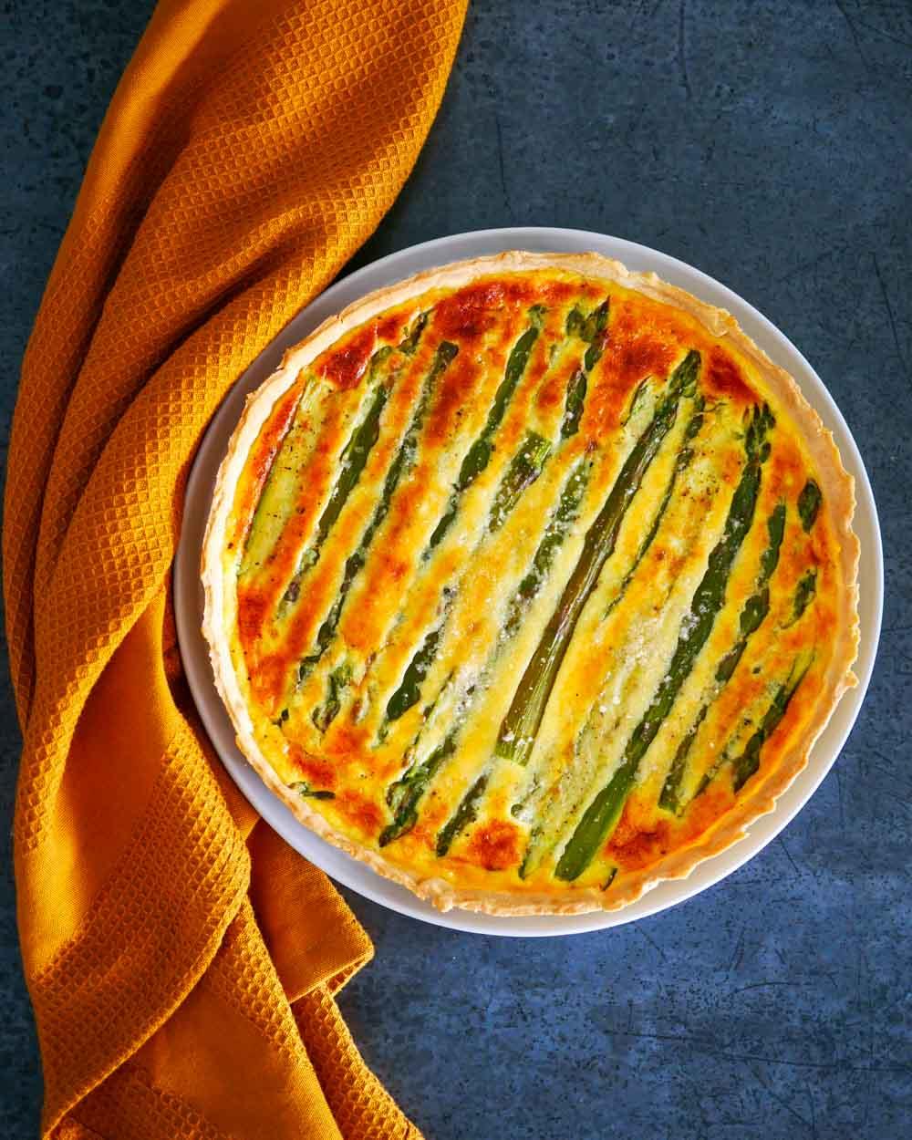 Tarte aux asperges vertes et parmesan - la cerise sur le maillot
