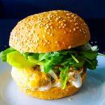 Fresh burger au saumon mi-cuit - la cerise sur le maillot