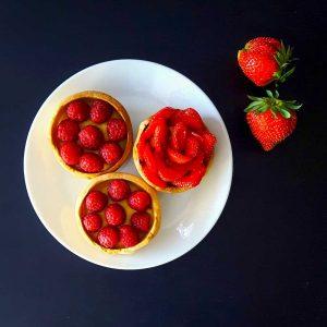 Tartelettes aux fruits rouges et crème amande - la cerise sur le maillot