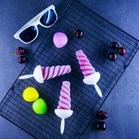 Esquimaux au yaourt glacé et cerises - la cerise sur le maillot