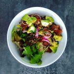 Poke bowl au thon - salade hawaienne - la cerise sur le maillot