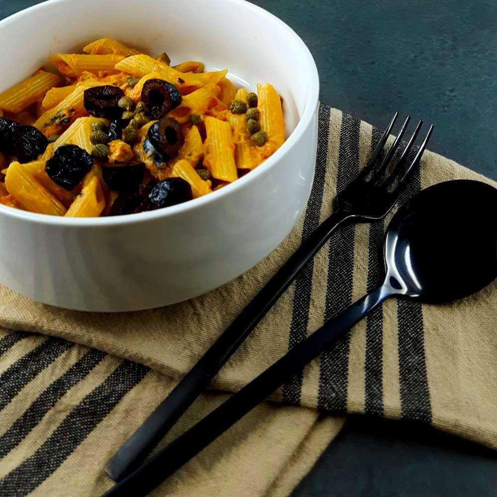 Penne aux maquereaux, olives et câpres - la cerise sur le maillot