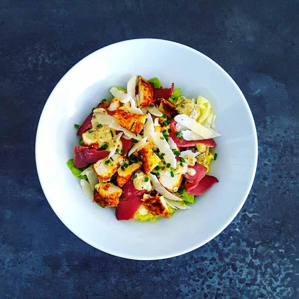 Salade César légère et gourmande - la cerise sur le maillot