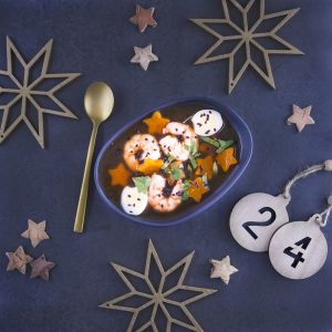 Bouillon étoilé épicé aux crevettes et oeufs de caille - entrée de fête - la cerise sur le maillot