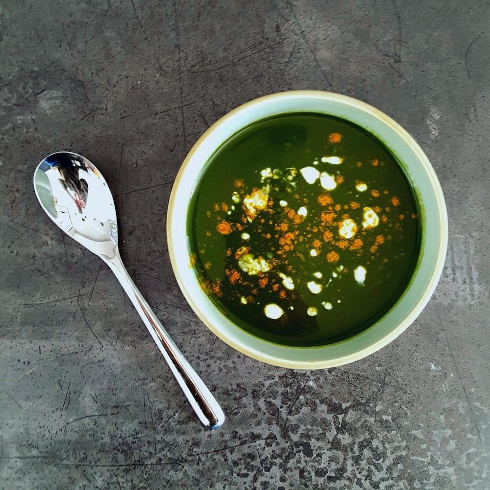 Velouté d'épinards au lait de coco et curry - recette soupe rapide - la cerise sur le maillot