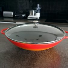 Wok en fonte Staub, indispensable au quotidien