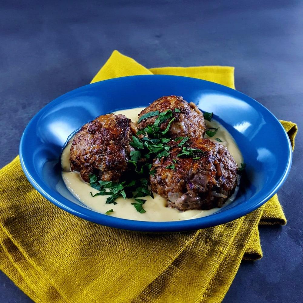 Boulettes de bœuf, sauce à la grecque œuf-citron - boulette de viande - la cerise sur le maillot