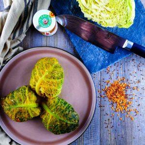 Chou farci végétarien au quinoa rouge - la cerise sur le maillot