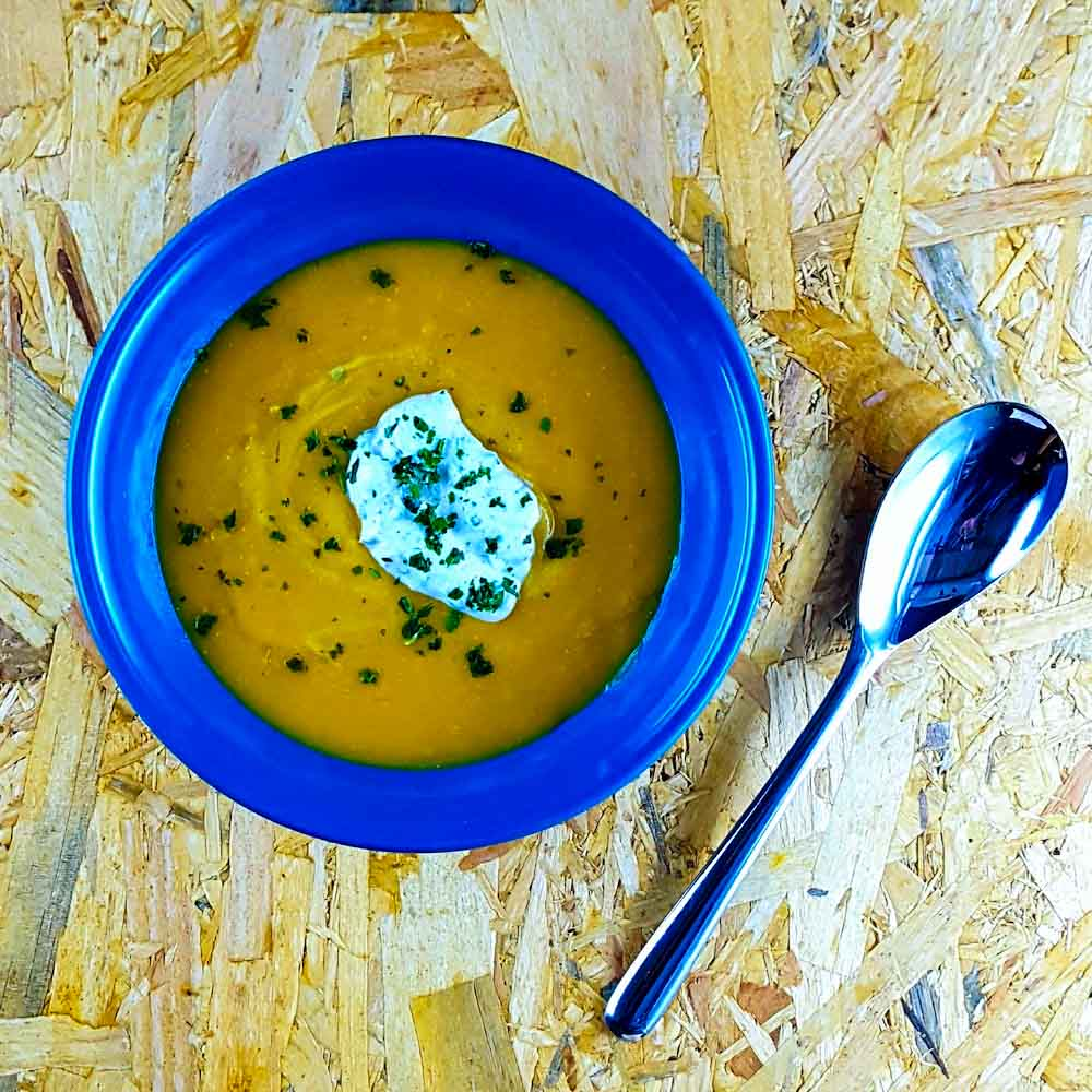 Crème de lentilles corail, yaourt crémeux à la libanaise - recette soupe - la cerise sur le maillot