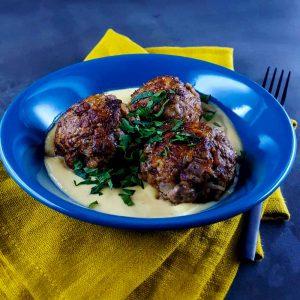 Boulettes de boeuf, sauce à la grecque œuf-citron (avgolemono) - la cerise sur le maillot