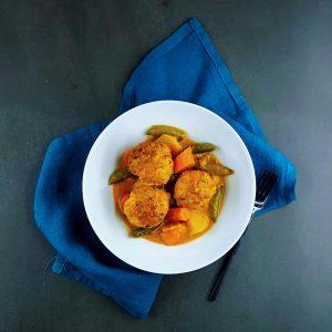 Curry de légumes et boulettes de poisson - la cerise sur le maillot