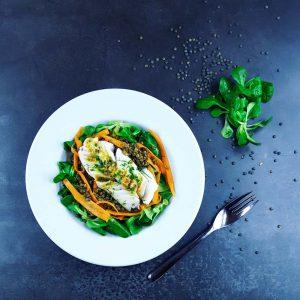 Salade de lentilles et cabillaud tiède vinaigrette au curry - la cerise sur le maillot