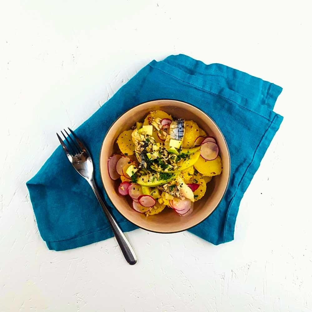 Salade de pommes de terre, maquereau, granny smith vinaigrette au miel - la cerise sur le maillot