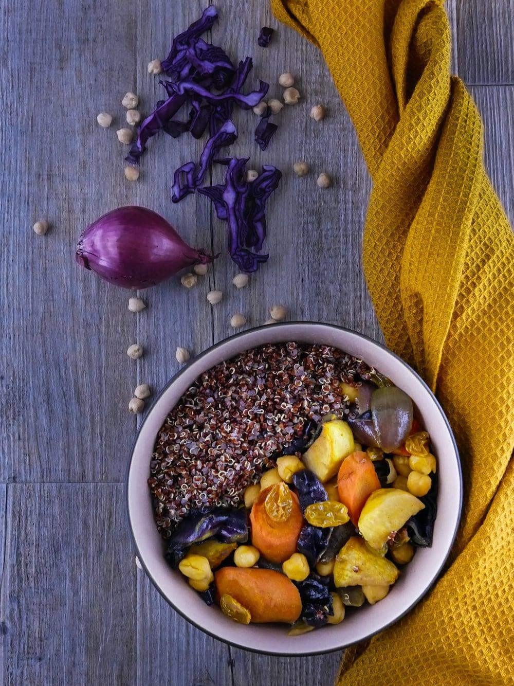 Couscous de légumes d'hiver rôtis et quinoa rouge - couscous végétarien - la cerise sur le maillot