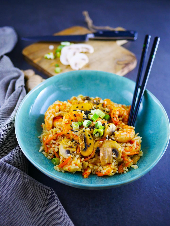 Riz sauté aux légumes, crevettes, ail et gingembre - recette rapide - la cerise sur le maillot