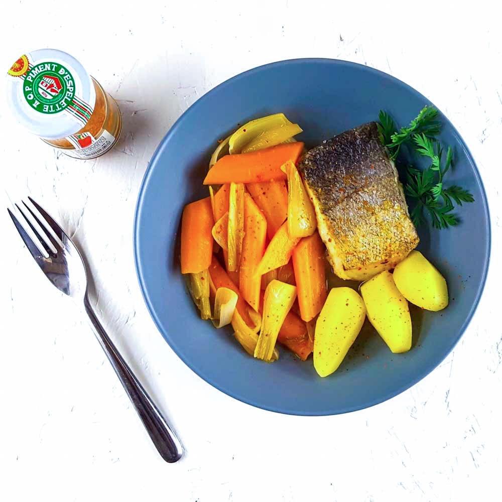 Dos de merlu, légumes nouveaux, cidre et piment d'Espelette - la cerise sur le maillot