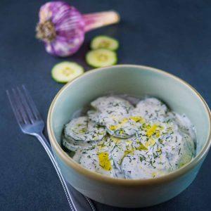 Cacik, la salade de concombre au yaourt - la cerise sur le maillot