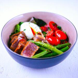Salade niçoise à ma façon (thon tataki) - la cerise sur le maillot