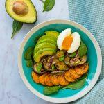 Salade de patate douce et aubergine rôties et œuf mollet - la cerise sur le maillot
