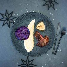 Magret de canard, chou rouge sucré-salé, purée au céleri et jus au Monbazillac