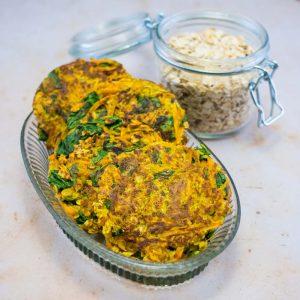 Galettes aux flocons d'avoine, patate douce et épinards au curry - la cerise sur le maillot