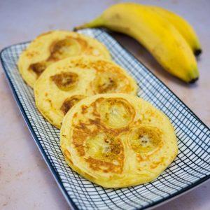 Pancakes coco-banane - la cerise sur le maillot